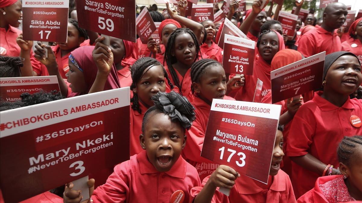 Un grupo de niños pide la liberación de las niñas de Chibok en Abuja, la capital de Nigeria, en un acto en el 2015.