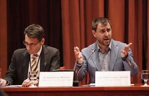 El 'conseller' Comín junto a David Elvira, director del CatSalut.