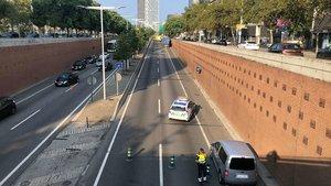 Corte de la Ronda Litoral de los dos carriles en sentido Besós y de uno de los dos en sentido Llobregat, a la altura de la Barceloneta, a pocos metros de la salida 22, por un accidente, este miércoles.