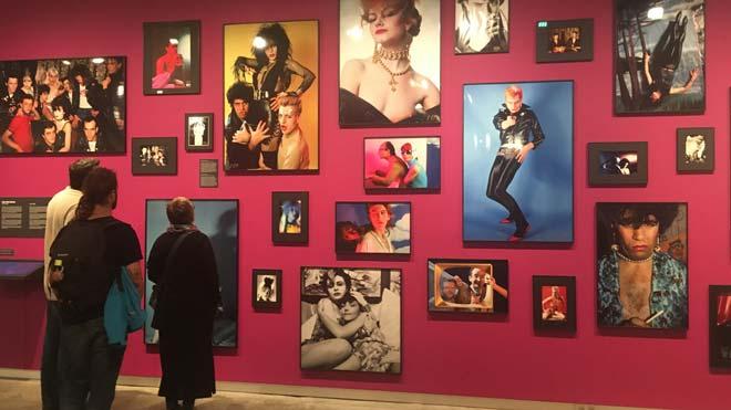 Cuatro fotógrafos recogen sus memorias de La Movida madrileña en Foto Colectania de Barcelona.