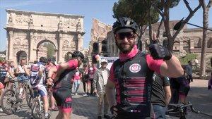 Dani Rovira, tras completar en bicicleta los casi 1.500 kilometros entre Barcelona y Roma.