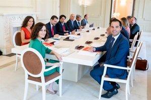 Díaz Ayuso junto al resto del Gobierno madrileño.