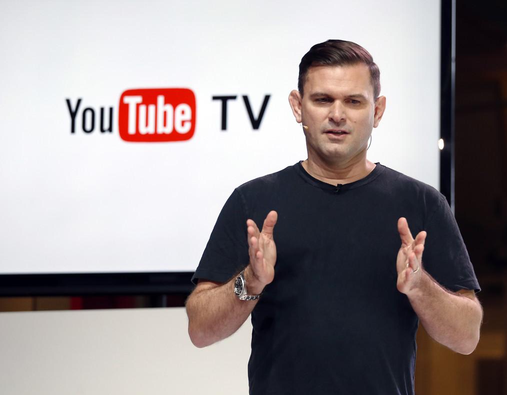 El directivo Christian Oestlien, durante la presentación este martes en Los Ángeles del nuevo servicio de tele por suscripción de Youtube.