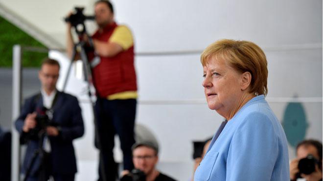 La economía alemana decrece en el segundo trimestre por la guerra comercial. En la foto, Angela Merkel.