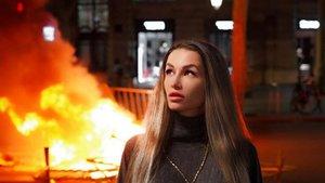 Elena Rybalchenko, la musa russa del fitnes que postureja amb 'Barcelona en flames'