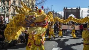Desfile del Año Nuevo chino cerca del Arc del Triomf, en febrero del 2016.