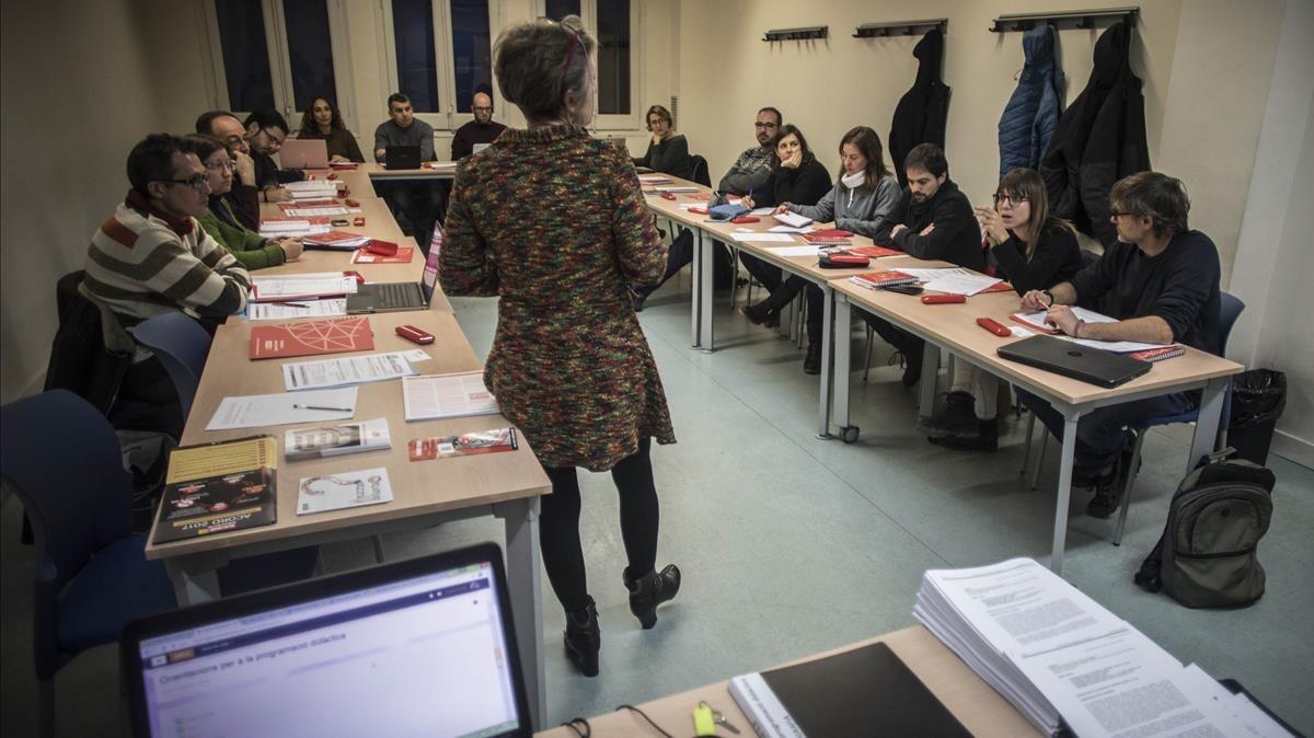 Primera joranada de uno de loscursos preparatorios de las oposiciones docentes organizado por la fundación Paco Puerto de CCOO, este viernes.
