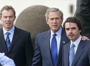 Tony Blair, George Bush y José María Aznar, en la cumbre de las Azores, celebrada en marzo del 2003.