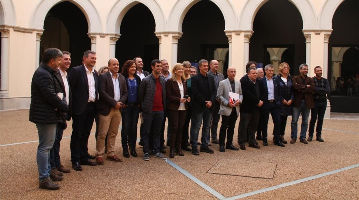 Foto de familia de los miembros de la AMI una vez finalizada la reunión de este viernes, 18 de noviembre, en el Seminari de Tarragona.