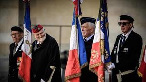 Un grupos de excombatientes Harkis durante la ceremonia en París.