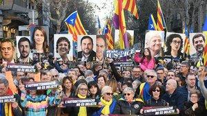 Participantes en la manifestación de Barcelona del pasado sábado contra el juicio del procés.