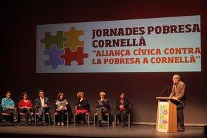 Imagen del primer encuentro sobre pobreza celebrado en Cornellà en 2015