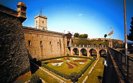 Imatge del castell de Montjuïc, on el Govern havia previst inicialment ubicar el Memorial Democràtic.