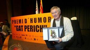 El dibujante Fer, con el Premio Gat Perich, en el 2005.