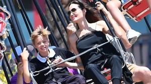 Jolie se divierte en Disneyland con su hija Shiloh.