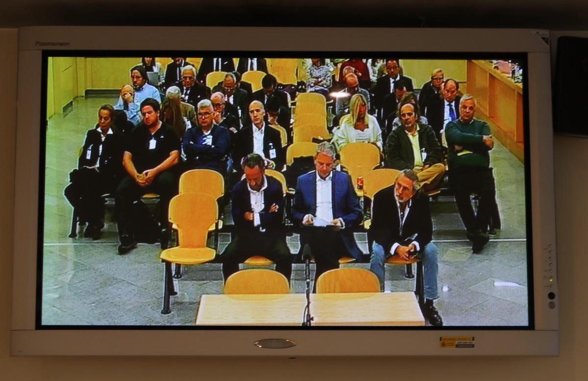 Vista de un monitor de la sala de prensa de la Audiencia Nacional donde las fiscales emiten hoy su informe en el caso 'Gürtel'.
