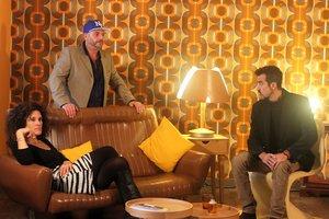 Jorge (Roger Pera) reúne a sus amigos para darles una sorprendente noticia.