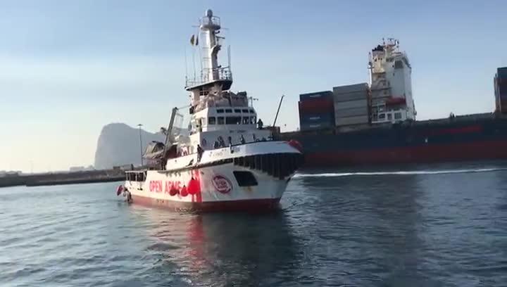 Llegada del barco de Open Arms al puerto de San Roque, en Algeciras.