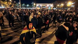 Manifestantes ocupan la avenida Meridiana de Barcelona a la altura de Fabra i Puig, este 12 de noviembre