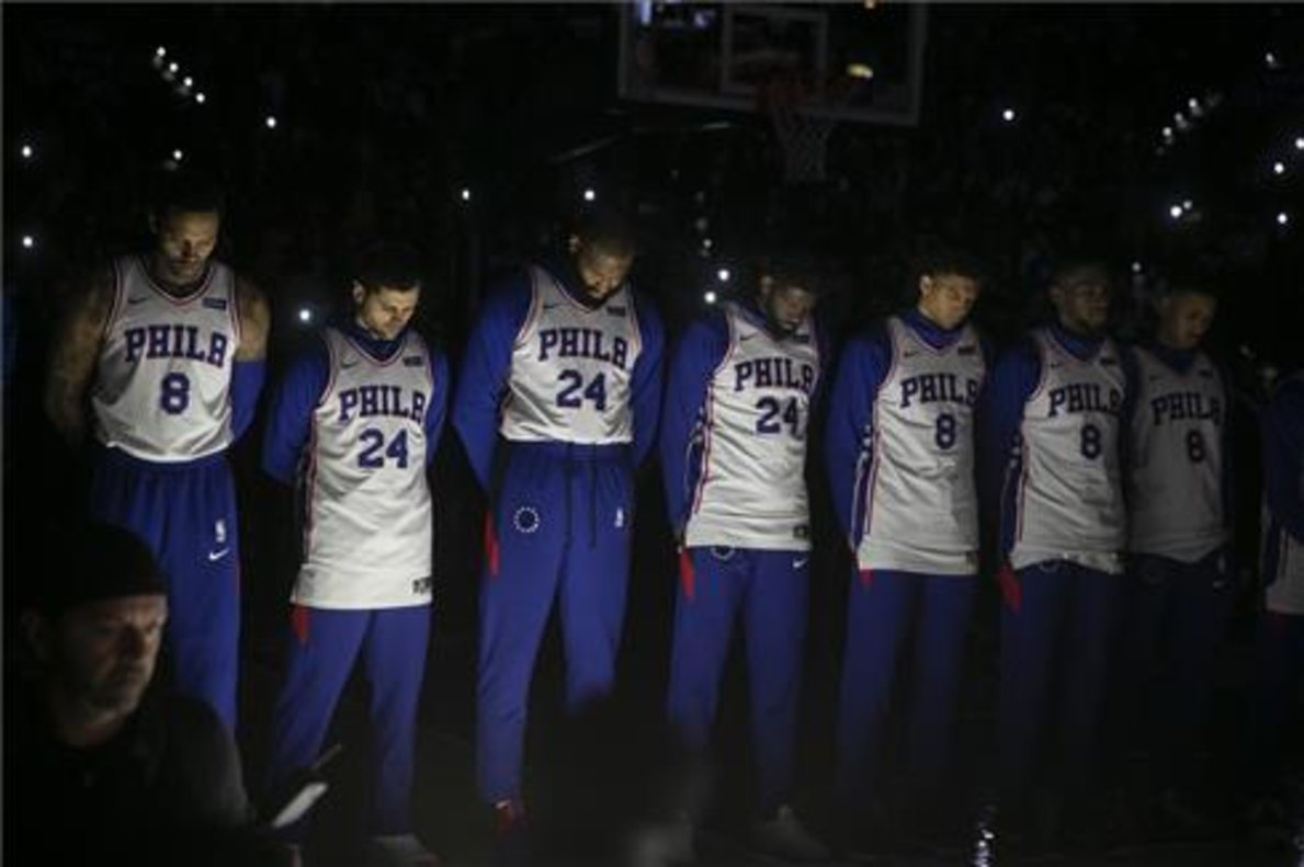 Los Sixers visten camisetas con los dorsales 8 y 24 en honor a Kobe Bryant