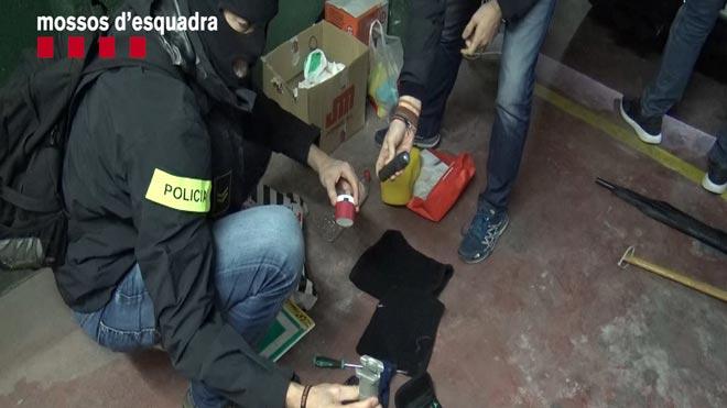 Los Mossos desarticulan un grupo criminal especializado en robos en empresas.
