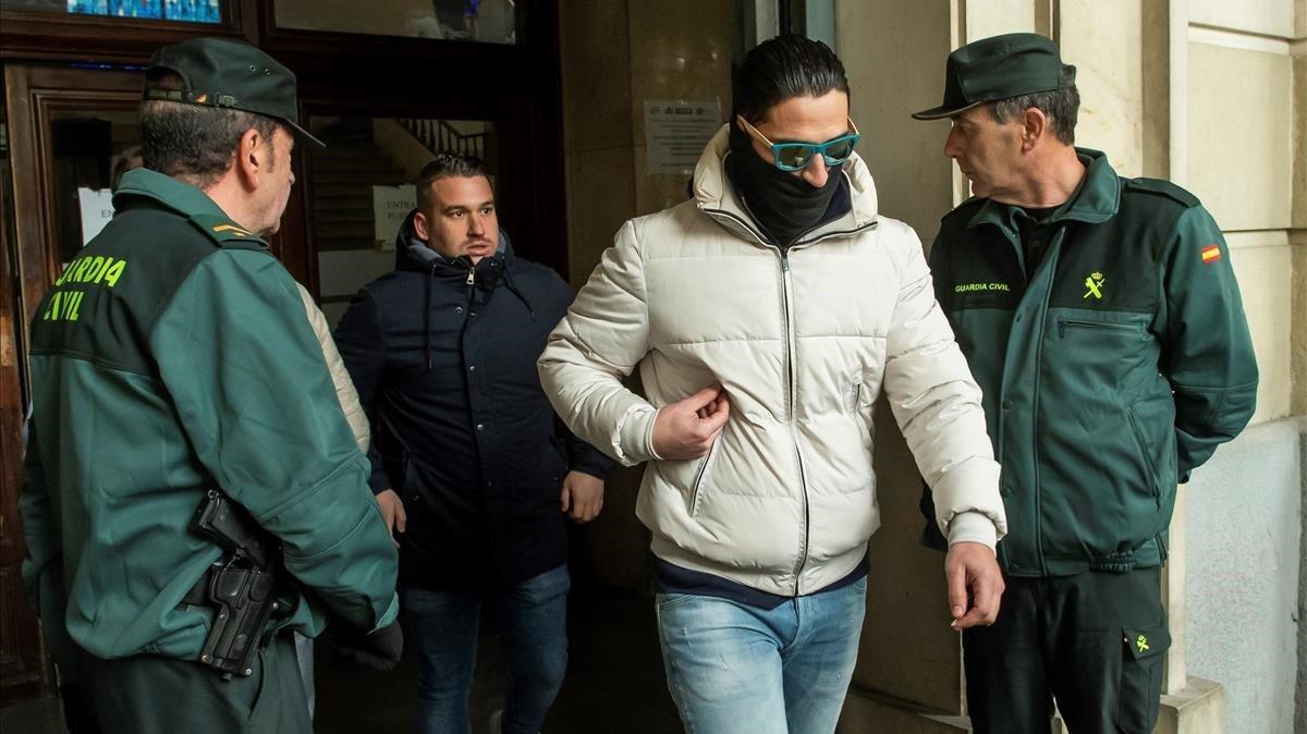 Jose Angel Prenda y Alfonso Jesus Cabezuelo dos de los cinco miembros de la Manada a su salida de la Audiencia de Sevilla.