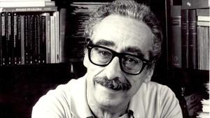 Manuel de Pedrolo en su despacho de Calvet, en 1985.