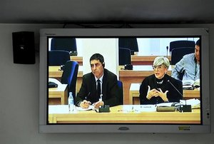 El mayor de los Mossos d'Esquadra, Josep Lluís Trapero y su abogada, Olga Tubau, durante la jornada del juicio a la cúpula de los Mossos d'Esquadra.