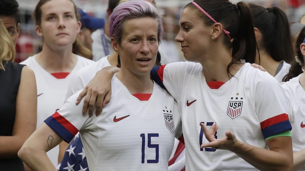 Megan Rapinoe y Alex Morgan, las capitanas de la selección de Estados Unidos de fútbol, tras proclamarse campeonas del mundo el pasado 2019.