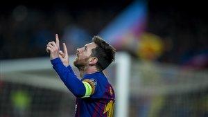 Messi celebra uno de los dos goles al Olympique de Lyon en el Camp Nou.