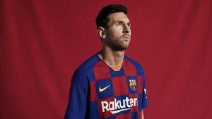 Messi, con la nueva zamarra del Barça de cara a la próxima temporada.