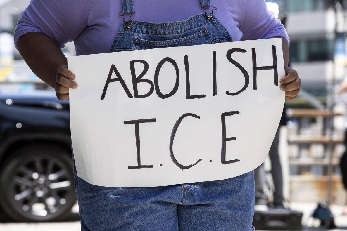Personas protestas contra la política migratoria del Gobierno de los EEUU. EFE