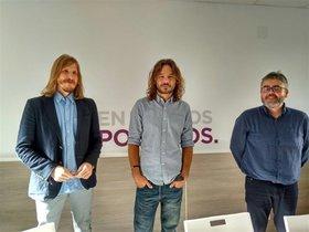 En el centro, el exdiputado de Unidos Podemos Miguel Vila.