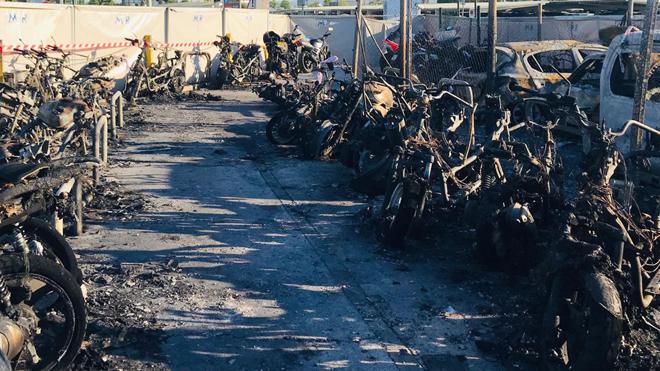 Així van quedar les motos de l'aparcament de l'aeroport de Barcelona després de l'incendi