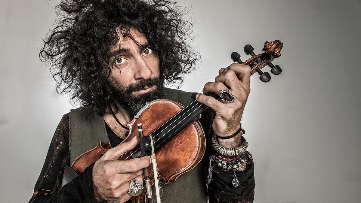 El violinista interpreta una pieza que ha compuesto para la bailaora Sara Baras.