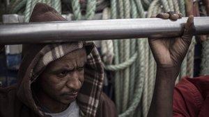 Un migrante a bordo del Nuestra Madre de Loreto, este sábado.