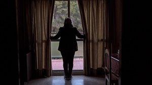 Una mujer víctima de violencia de género, en su vivienda.