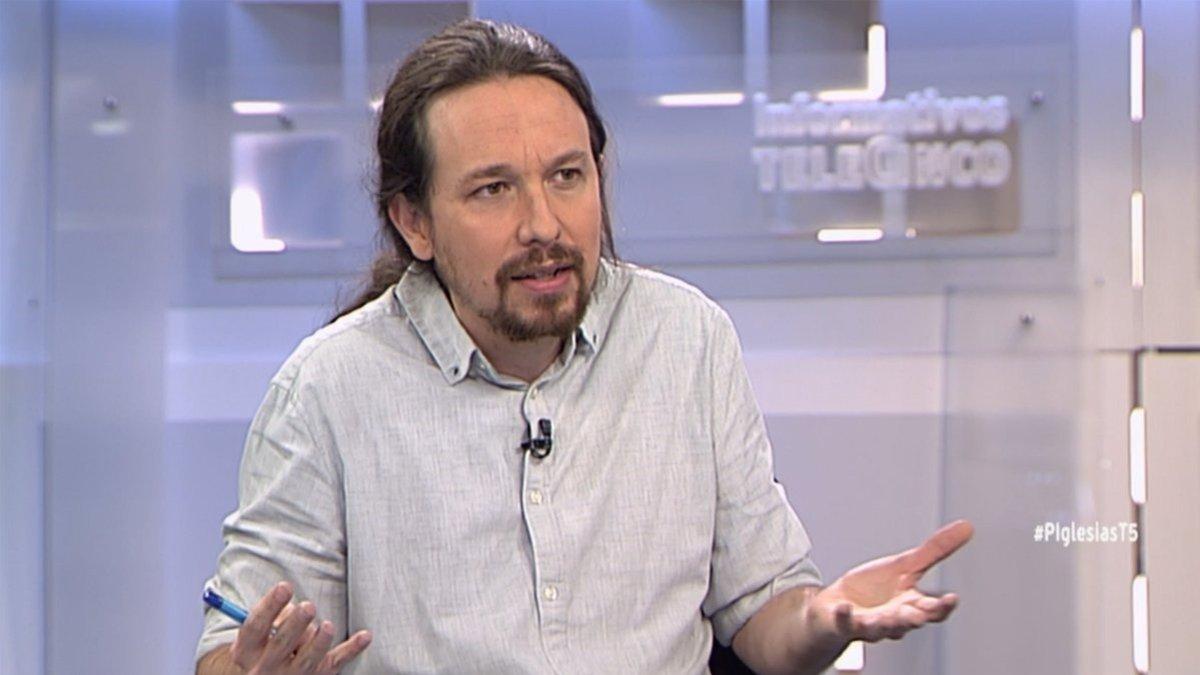 """Pablo Iglesias ataca a Berlusconi en su entrevista con Piqueras en Telecinco: """"Participó en orgías con menores"""""""