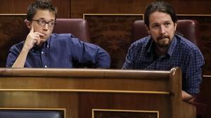 Pablo Iglesias e Íñigo Errejón, en el pleno del Congreso del 27 de septiembre.