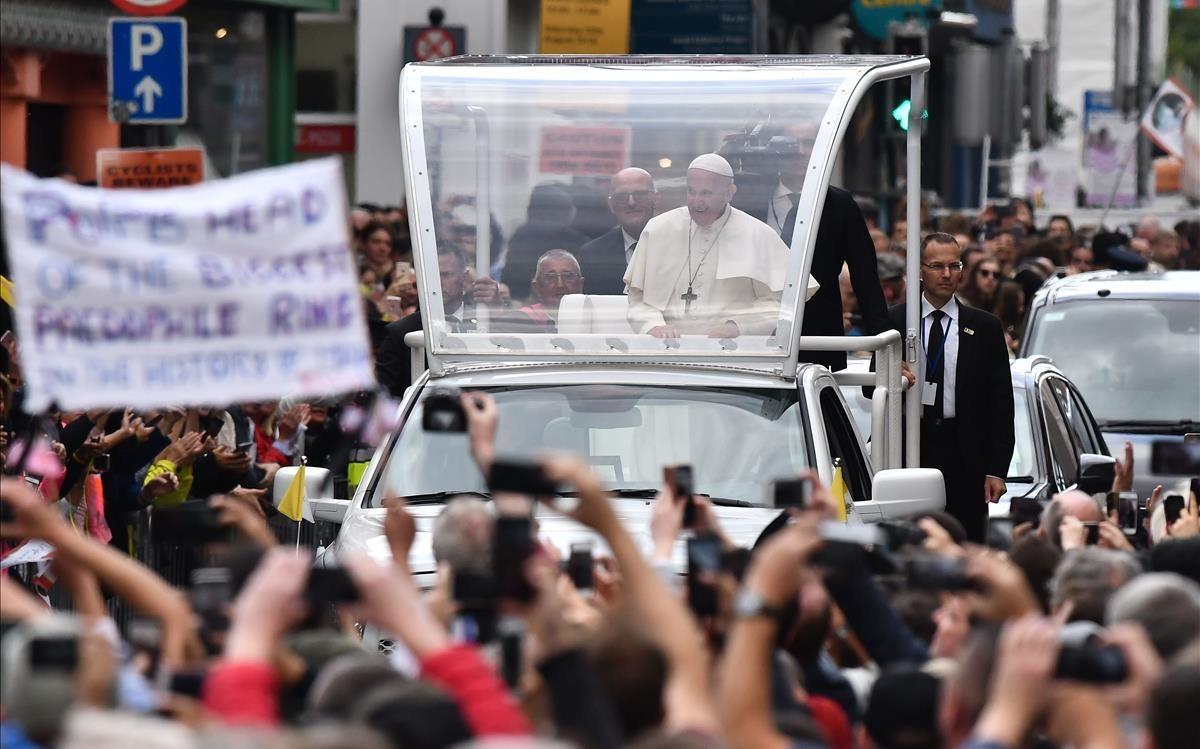 El Papa, aclamado por las calles de Dublín.
