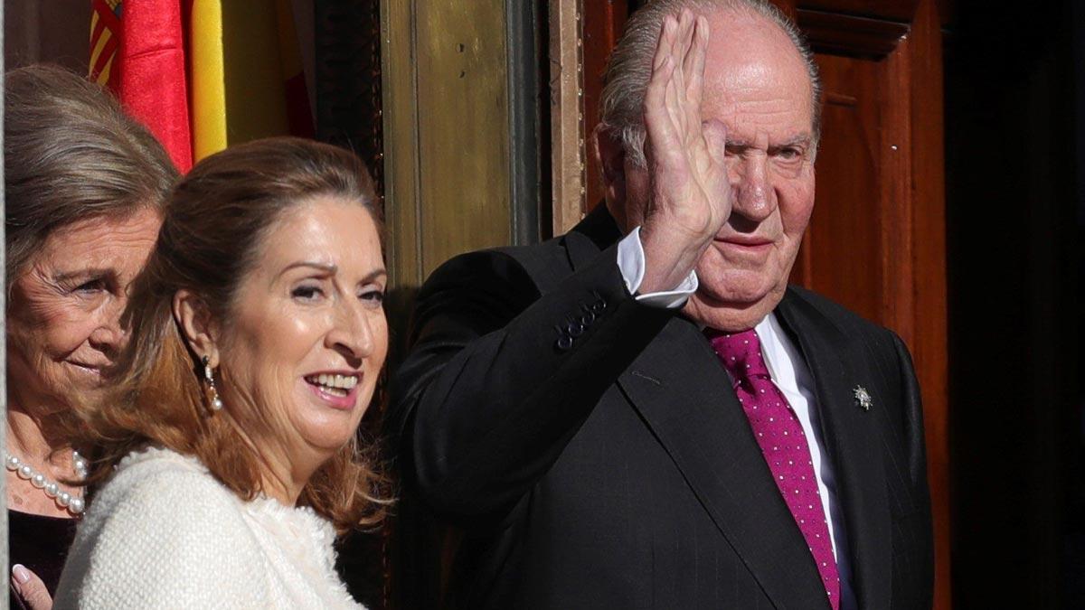 Pastor llama a todos los españoles a renovar el gran pacto constitucional.