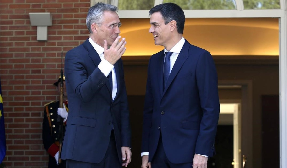 Pedro Sánchez recibe al secretario general de la OTAN Jens Stoltenberg.