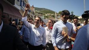 El primer ministro griego, Alexis Tsipras, en su visita a la isla de Ítaca en pasado martes.