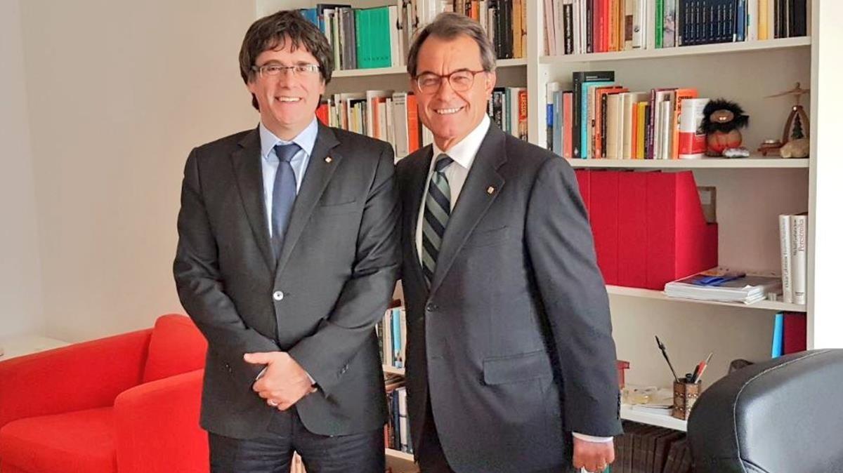 Carles Puigdemont yArtur Mas en un encuentro enBerlín el pasado 12 de abril.