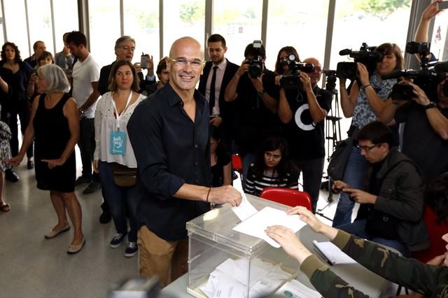 Raül Romeva ha votat al Casal de Mira-sol de Sant Cugat.