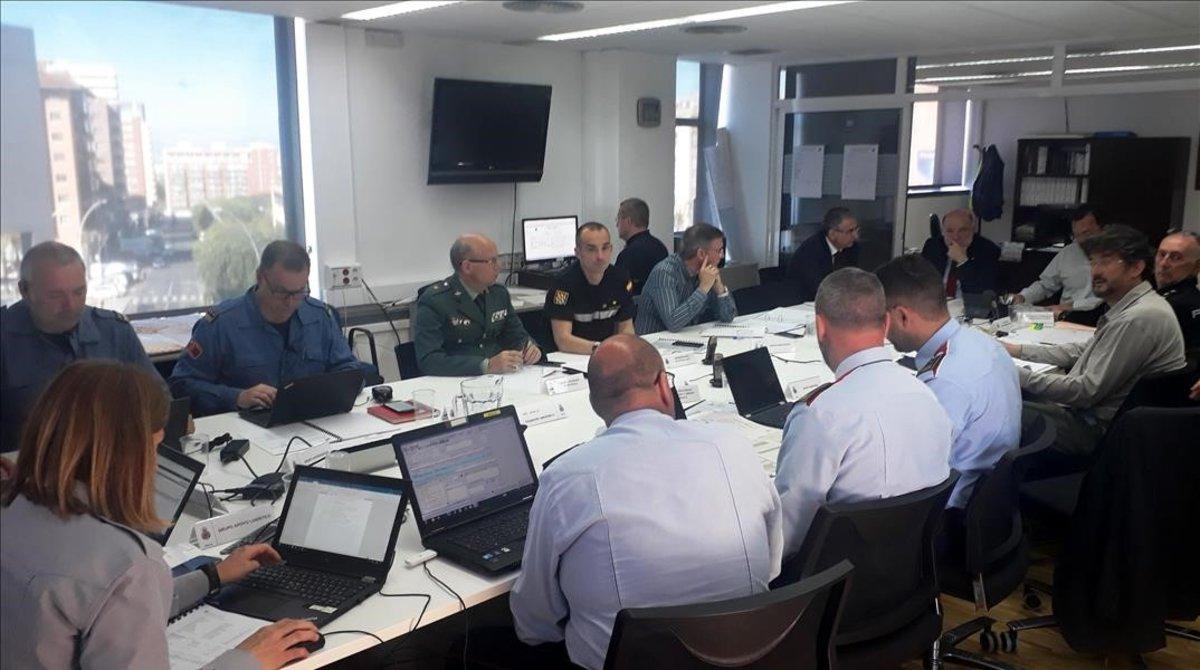 Reunión del centro de coordinación operativa en la subdelegación del Gobierno en Tarragona, el 11 de abril.