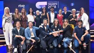Roberto Leal junto a Ricky Merino, los profesores y el jurado de OT 2018.