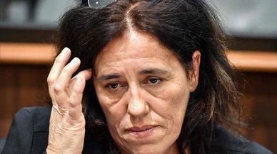 Francia juzga a una madre que ocultó a su hija en el maletero del coche