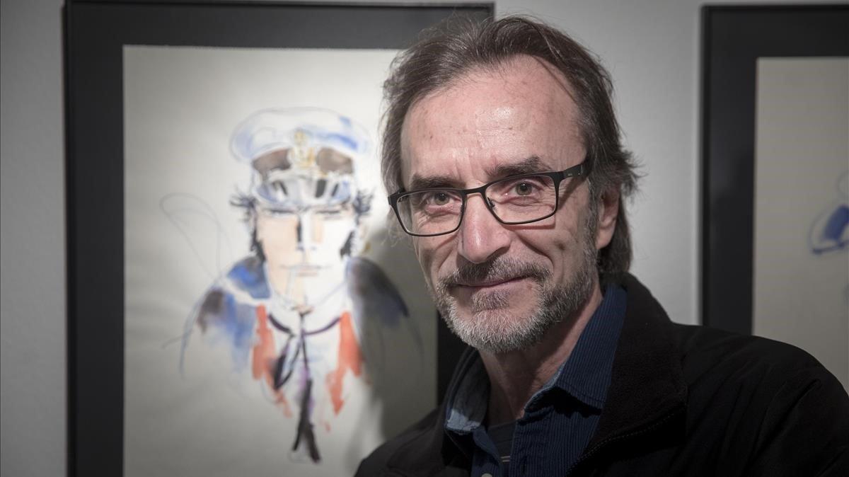 Rubén Pellejero, este jueves, ante uno de sus dibujos de Corto Maltés expuestos en el MNAC, en la muestra conjunta con el Cómic Barcelona.
