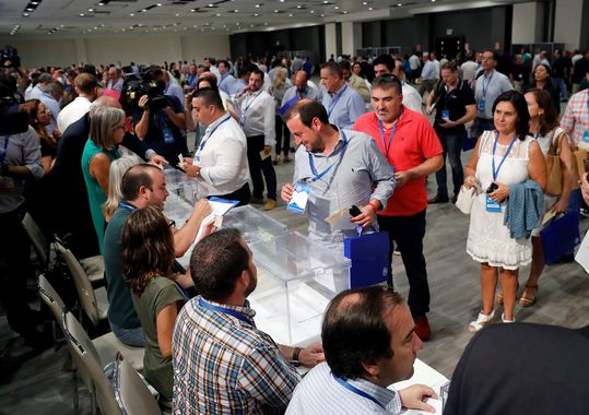Santamaría y Casado presentan sus equipos para liderar el PP: últimas noticias del congreso del PP | Directo